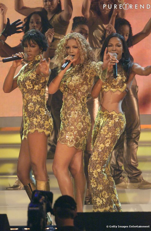 The time she was finally allowed to show her stomach but Tina kept Kelly and Beyonce covered up… #PoorMichelle