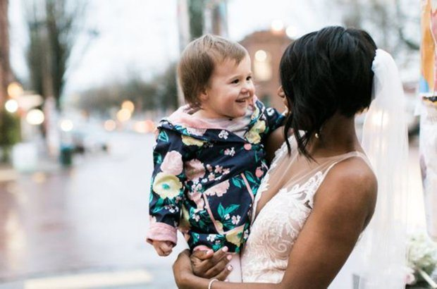2-year-old girl mistakes stunning bride for a princess in adorable photos