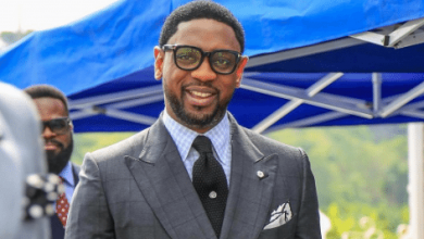 Photo of Pastor Biodun Fatoyinbo allegedly contacts Daddy Freeze for help, prepares for all-out war
