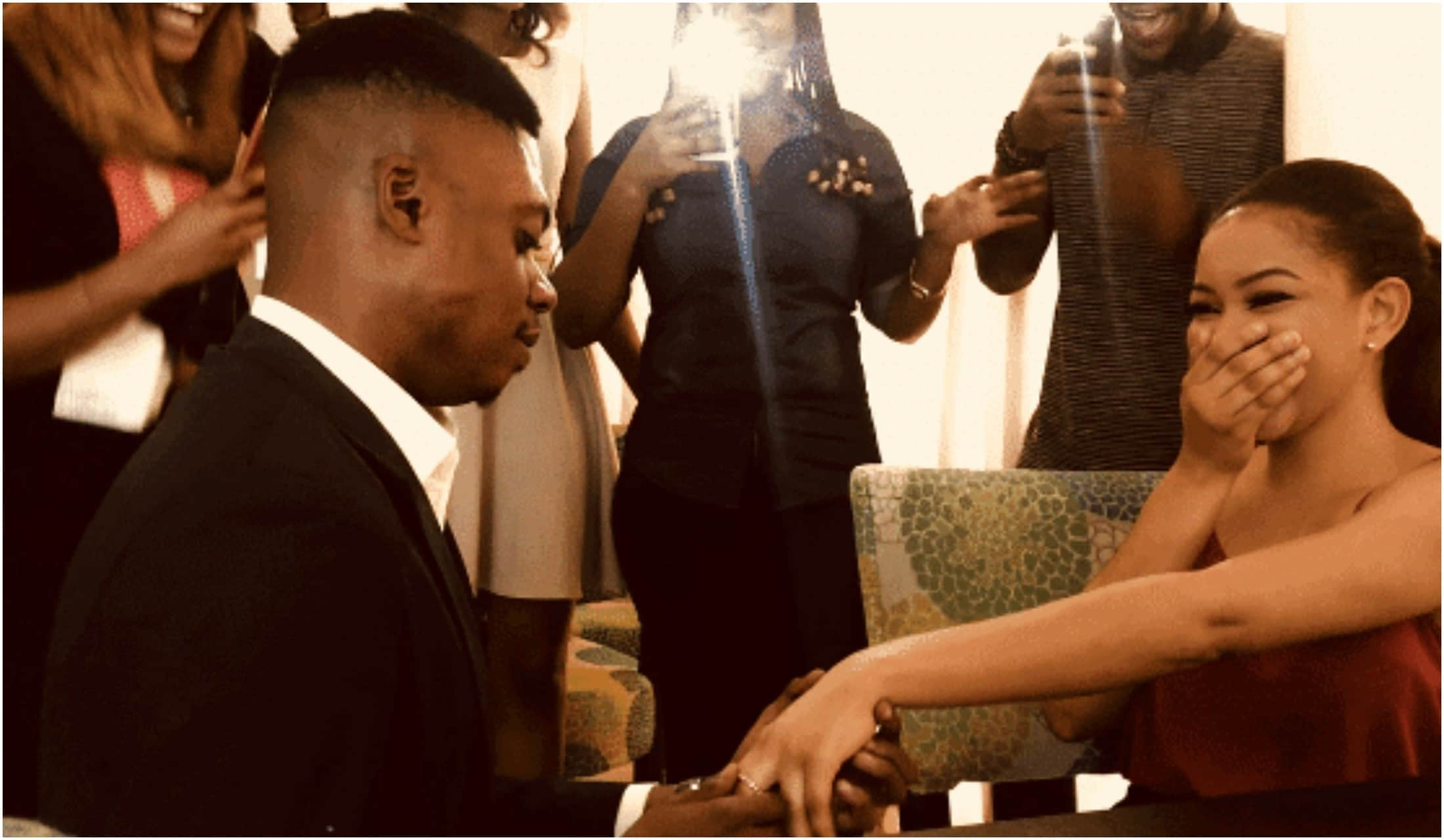 Ebiye Victor, proposes to his woman