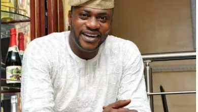 Photo of Nollywood Actor, Odunlade Adekola Delighted After Reportedly Writing His Final Exams At UNILAG