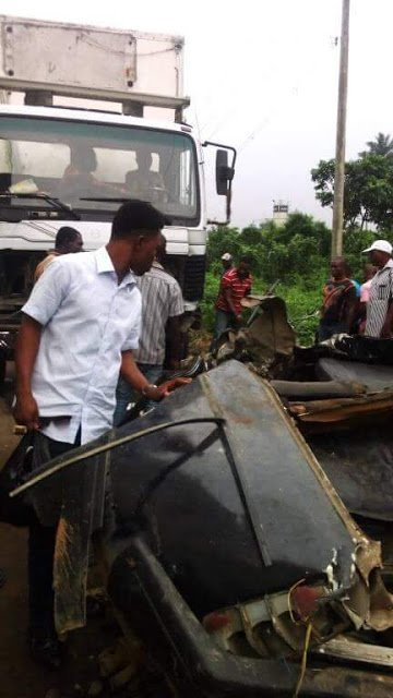 Graphic pics: Five killed including a couple and their daughter as truck collides with vehicle along Eket Oron Road