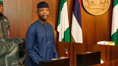 "Photo of ""…you have leprous fingers"" Osinbajo and Goodluck Jonathan exchange words"