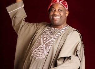 Photo of Dele Momodu Shows Off His Big Boys In New Family Photo