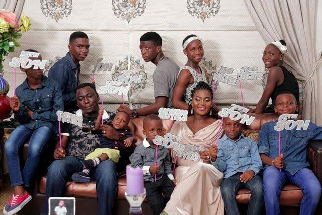 Photo of Nigerian mum, Laye Ajube and her ten kids, melt hearts in new family photos