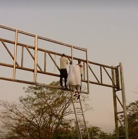 Photo of Nigerian man with a presidential aspirant poster almost commits suicide (Photos)