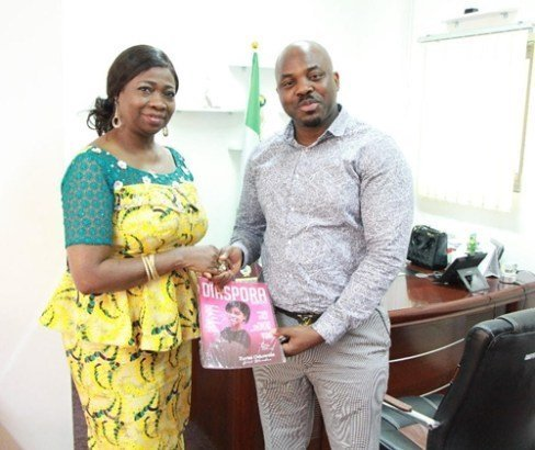 Photo of Nigerian man in Qatar receives encomium after returning about N150M wrongly posted in his account