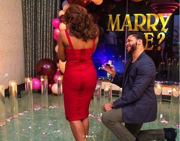 Photo of Man flies in from Abroad to surprise his woman with surprise proposal and this happened (photos)