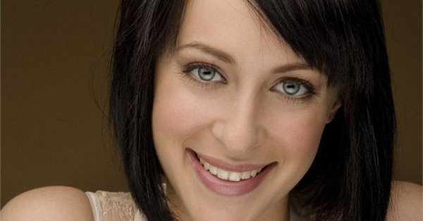 Photo of Actress Jessica Falkholt dies in hospital one day after funeral of her parents and sister