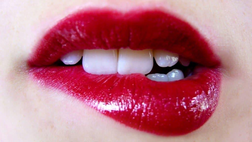 Photo of Lagos entertainer bites off Neighbour's lips over girlfriend