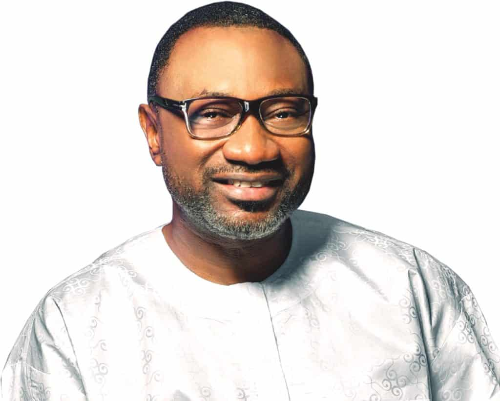 Photo of Billionaire Femi Otedola boards a Molue in Lagos