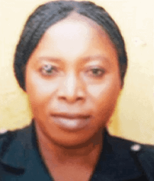 Photo of Policewoman dies after fighting husband's mistress