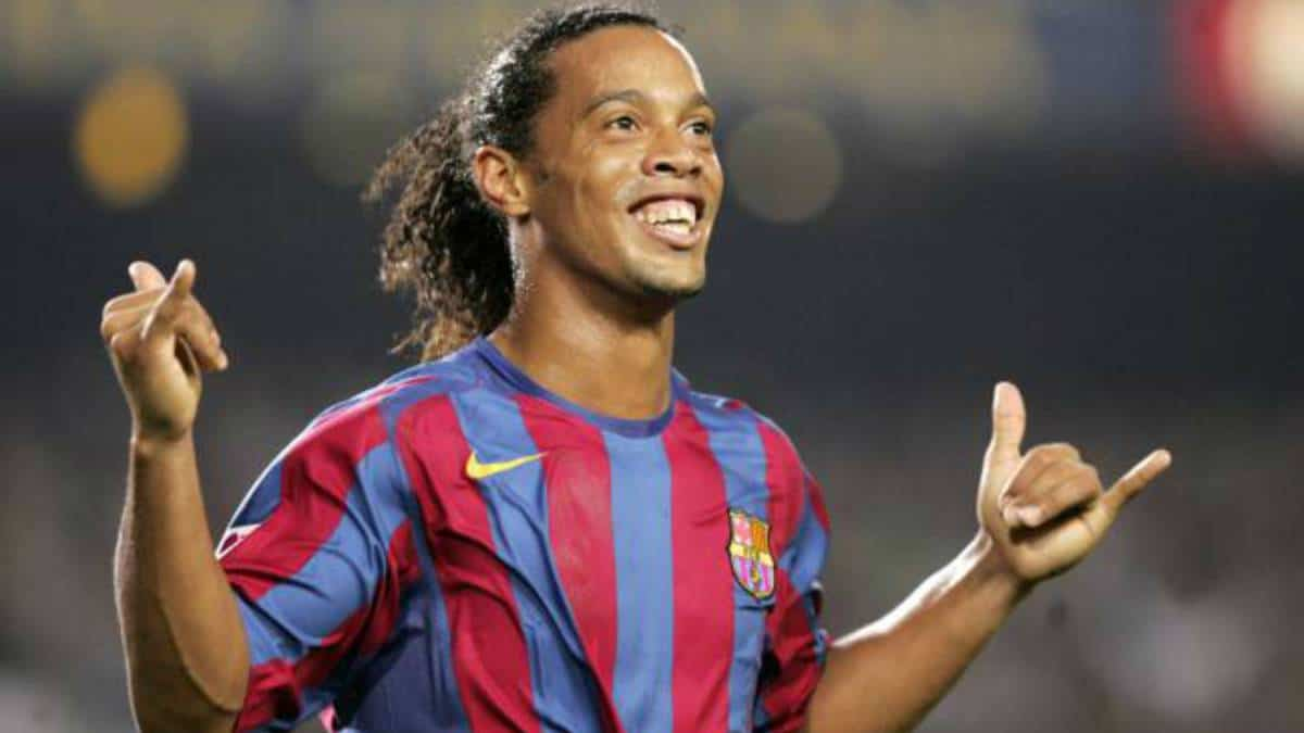 Photo of Ronaldinho retires from football at age 37