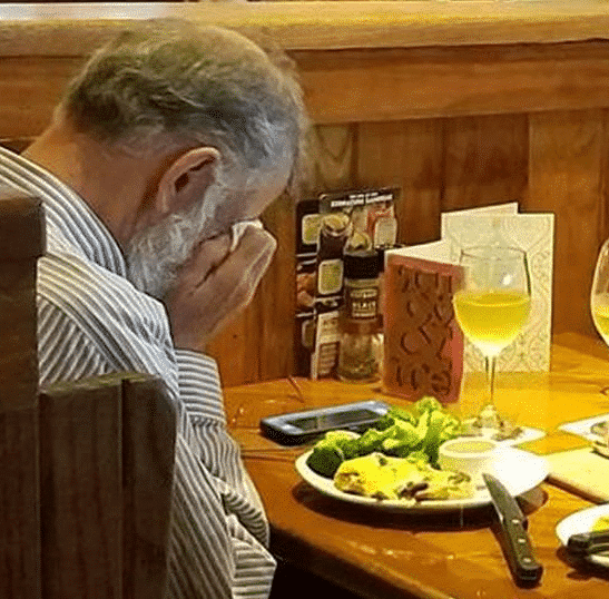 Photo of Heartbreaking photo of man dining alone with wife's ashes on Valentine's Day