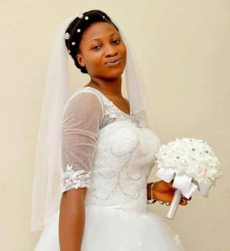 Photo of This Beautiful bride wore absolutely no makeup or jewelery on her wedding day (Photos)