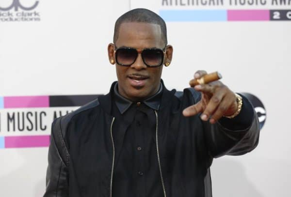 Photo of R. Kelly arrested in Chicago on sexual crime charges