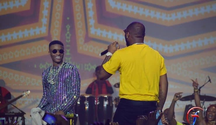 Photo of Davido and Wizkid slam troll who tried to resurrect their beef