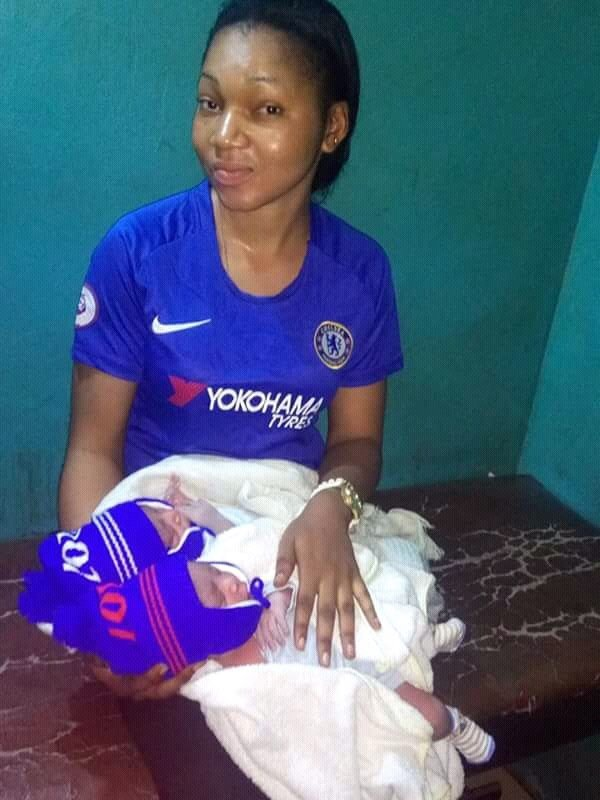 Photo of Chelsea fan gives birth to twins during champions league match