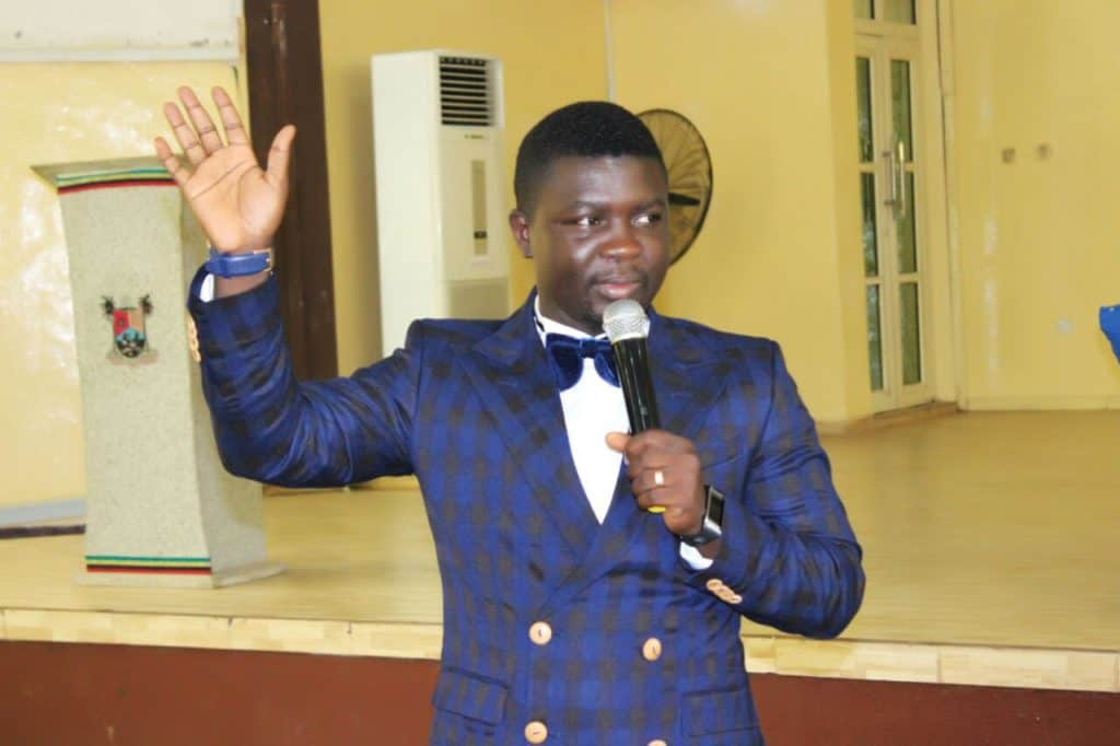 Photo of 'Efe spoke out of anger, let's forgive him' – Seyi Law