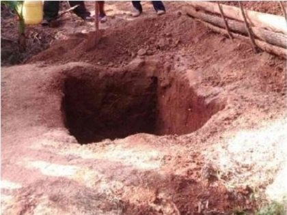 Photo of Drama as Man digs up bones of sister who died 50 years ago in Ekiti