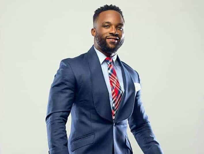 Photo of Singer Iyanya mocked for dropping just N3k after much hailing