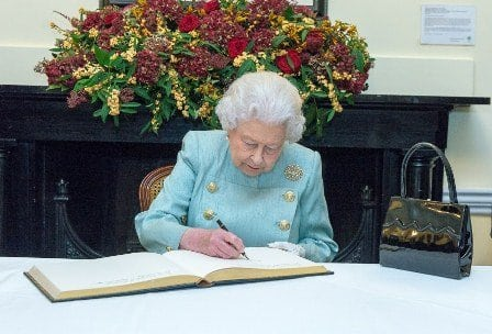 Photo of Queen Elizabeth reacts to Meghan Markle's family drama