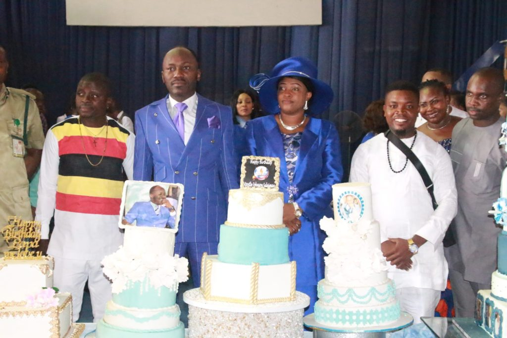 Photo of Committed Church Workers receive N15 Million gift from Apostle Suleiman (photos)