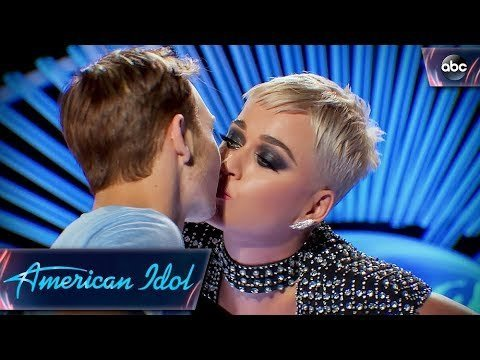 Photo of Katy Perry breaks the Internet for kissing an American Idol contestant, Benjamin Glaze