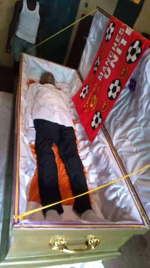 Photo of See how a Manchester United fan was buried in Imo state (pictures)