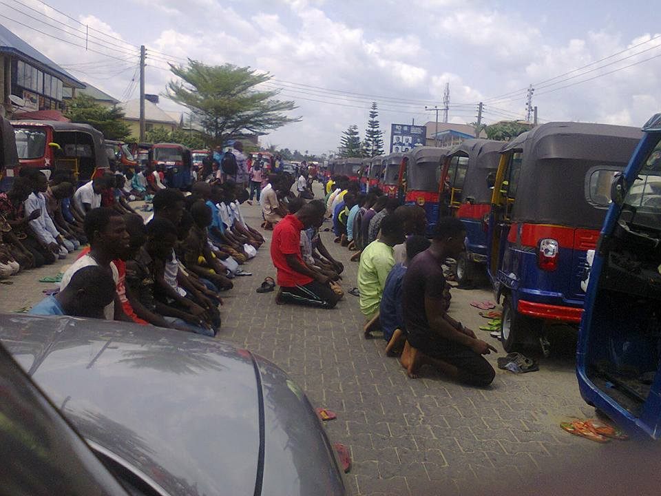 Photo of Muslims block road in Bayelsa to pray, beat up and damaged car of woman afterwards