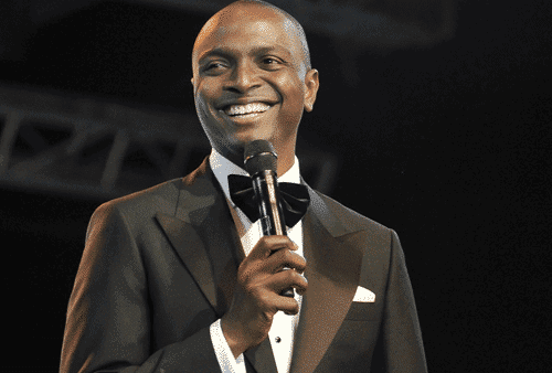 Photo of OAP IK Osakioduwa narrowly escapes being hit by a truck