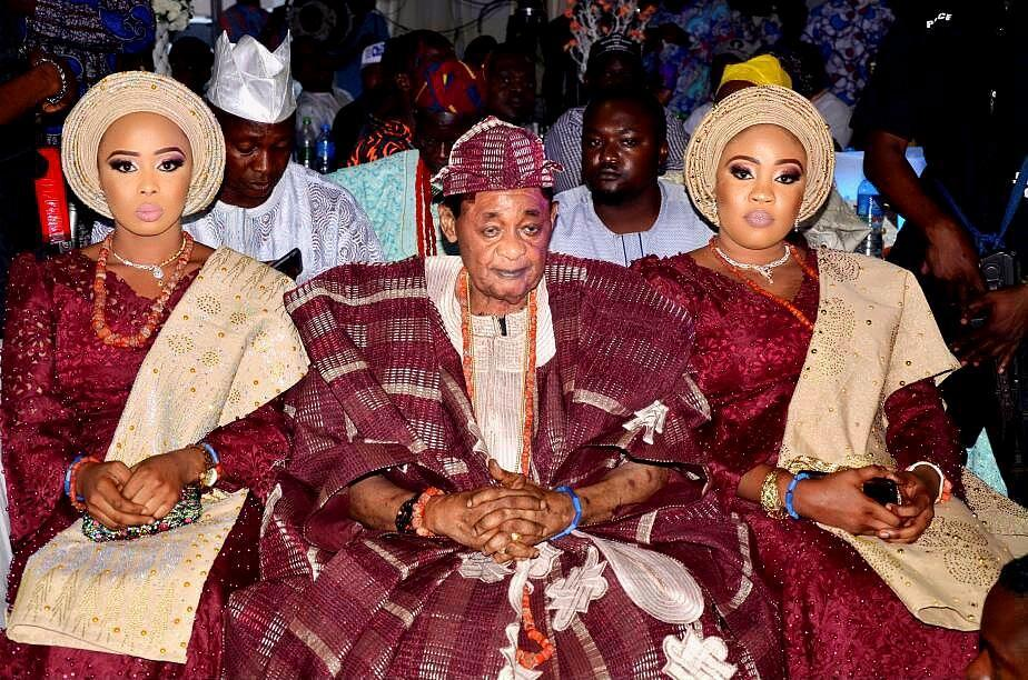 "Photo of The untold ""friendship"" story of the Alaafin Of Oyo's ""favorite"" wives who both gave birth to twins (photos)"