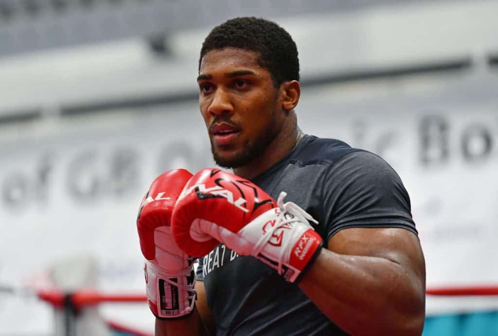 Photo of Anthony Joshua shares rare family photo of himself with his father and son