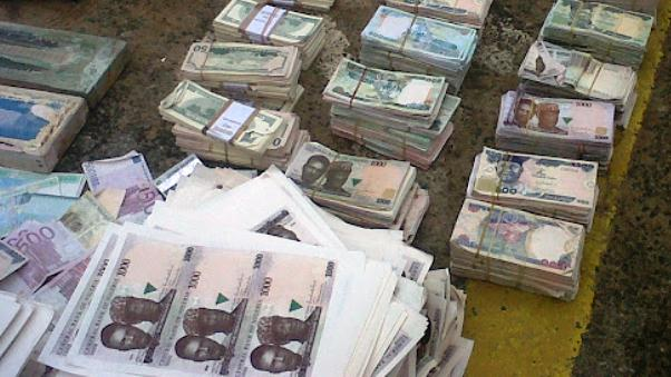 Photo of How to quickly spot fake Naira notes from real ones