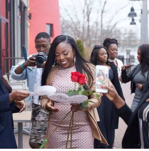 Photo of Man takes girlfriend to where they had their 1st date, kneels & proposes to her (Photos)