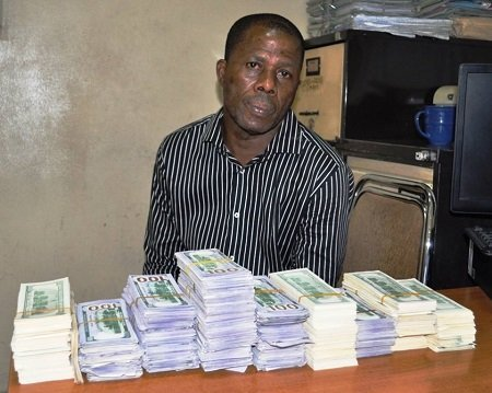 Photo of This man was caught with over $400,000 fake currency (Photo)