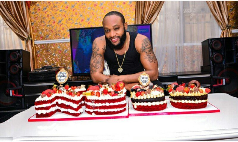 Kcee shows of his lovely 38th birthday cake which will make you drool