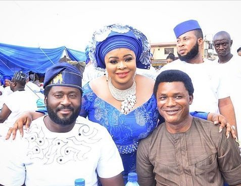 Photo of Desmond Elliot, Toyin Abraham and others present as Dayo Amusa buries her father