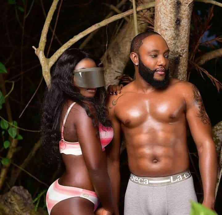 Photo of Kcee shows off his six packs and broad chest to taunt ladies in new photos