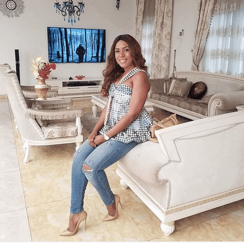 Photo of Linda Ikeji now hiding her fingers in new photos…fans suspect she is pregnant