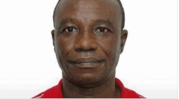 Photo of Sex-for-mark lecturer, Prof Richard Akindele caught chanting incantations to hinder trial