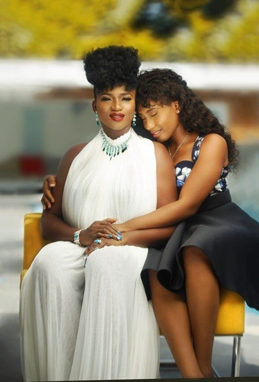 Photo of Check out Waje and her daughter's lovely private chat (screenshot)