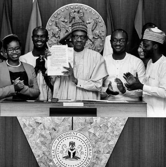 Photo of History made as Buhari signs the #NotTooYoungToRun bill into law