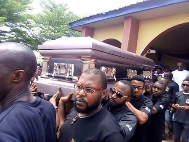Photo of Drowned Skye Bank manager and brother laid to rest amid tears (Photos)
