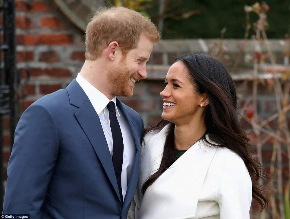 Photo of Meghan Markle's father spotted checking photos of his daughter and never-met-before Prince Harry before royal wedding