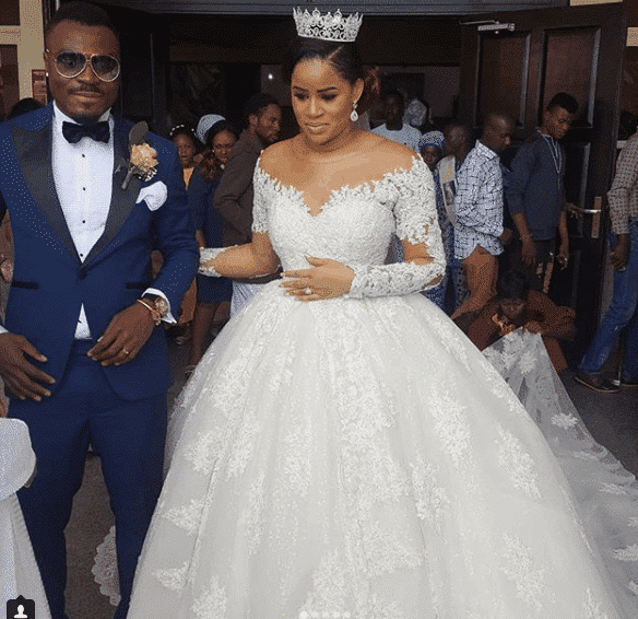 Photo of How Emmanuel Emenike's Wedding was overtaken by Lagos pickpockets   VIPs' Phones, Money, Champagne Stolen!