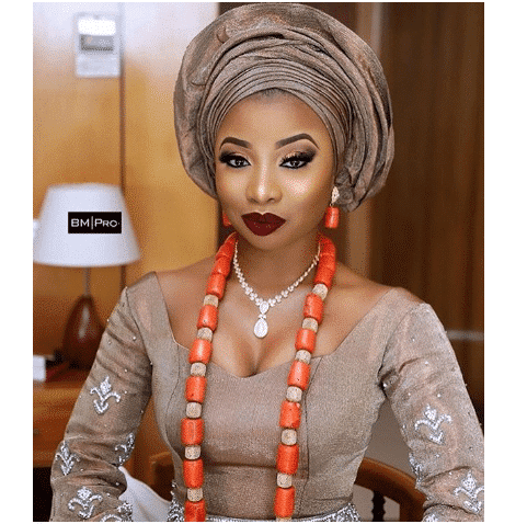 Photo of singer Mo'Cheddah looking amazing in her traditional wedding attire