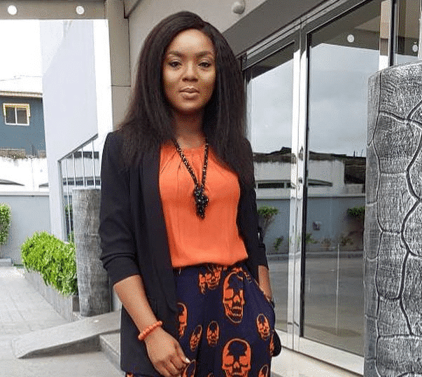 Photo of My mother drew her last breathe while in my arms – Actress Chioma Chukwuka