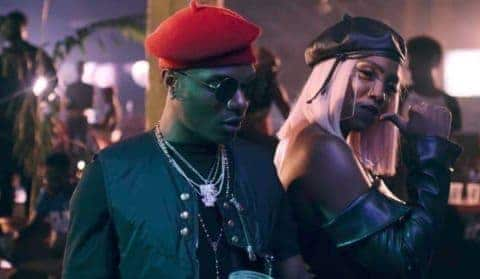 Photo of Wizkid, Tiwa cause a scene as they step for a lunch date (video)