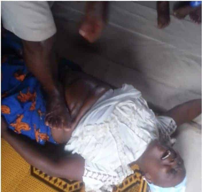 Photo of Traditional doctors forcing a child out of a woman who has been pregnant for seven years